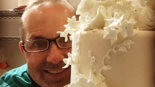 A celebrity baker is stepping up after a lesbian couple was denied a wedding cake