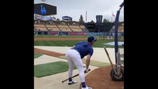A Dodgers player did the 'bend & snap'. Gay Twitter is shook.