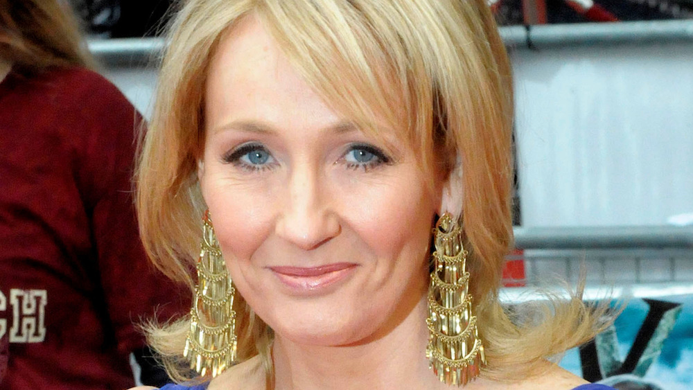 """JK Rowling reminds Twitter that she's transphobic & touts """"tsunami"""" of support from """"women"""""""