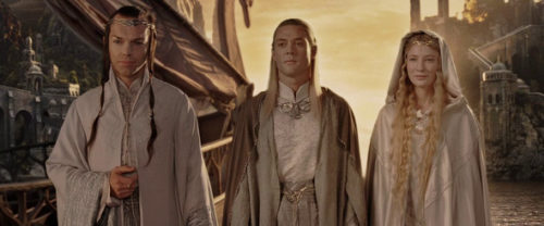 A screencap from Lord of the Rings: The Return of the King (2003) with Marton Csokas, Hugo Weaving and Cate Blanchett.