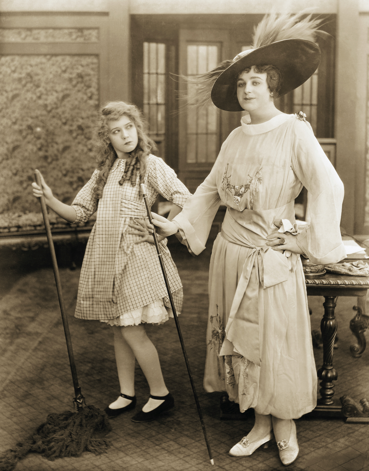 Actress Mary Pickford and Drag Performer Julian Eltinge. Photo: Actress Mary Pickford and Drag Performer Julian Eltinge via Getty Images